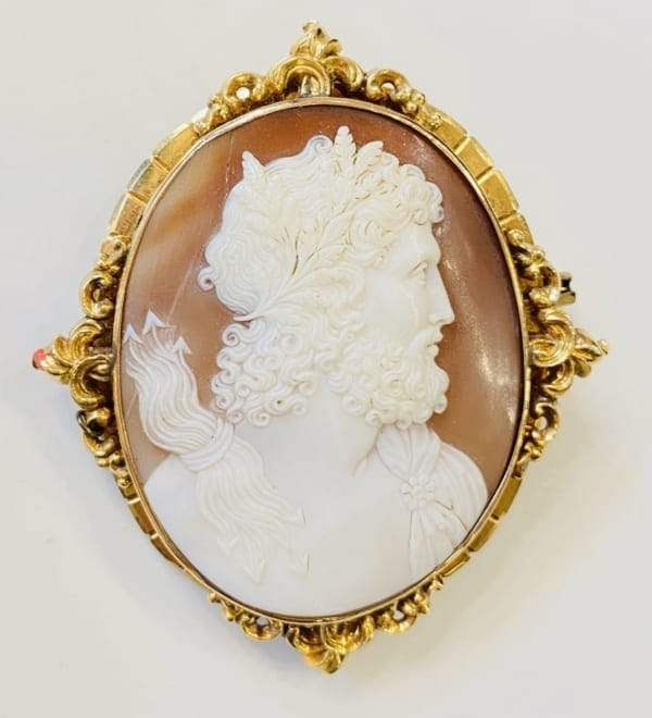 Cameo brooch with Zeus (gold) Αντίκες & διάφορα